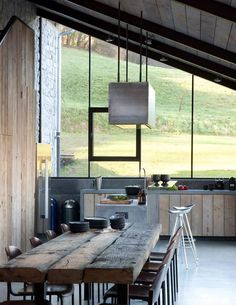 Un intérieur esprit loft qui allie la pierre, le bois, le métal et le verre avec brio !