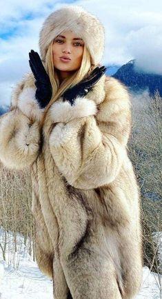White Fox, Blue And White, Great Women, Beautiful Women, Fur Fashion, Womens Fashion, Leather Gloves, Fox Fur, Mantel