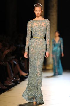 Elie Saab celebró 48 años en el mundo de la moda con una pasarela de alta costura para la temporada otoño-invierno 2012/13.