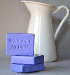 Would it's bubbles be blue? Soap Making Recipes, Soap Recipes, Handmade Cosmetics, Handmade Soaps, Lavender Soap, Lavender Ideas, Lavander, Savon Soap, Decorative Soaps