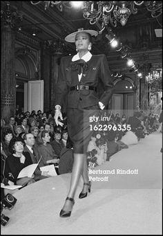 Yves Saint Laurent Haute Couture | Haute Couture YSL Fashion Show, 1986 : News Photo