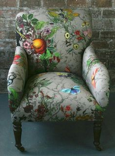 Gorgeous Bloomsbury Garden Dreich Armchair by Timorous Beasties Chair Upholstery, Chair Fabric, Upholstered Furniture, Funky Furniture, Painted Furniture, Furniture Design, Deco Originale, Interior Design, Decoration