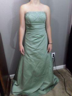 Gorgeous David's Bridal Formal Dress - Size 2