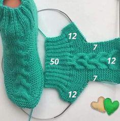 Crochet Boots Pattern, Knit Slippers Free Pattern, Baby Booties Knitting Pattern, Knitted Slippers, Baby Knitting Patterns, Knitting Designs, Free Knitting, Knitting Socks, Crochet Patterns