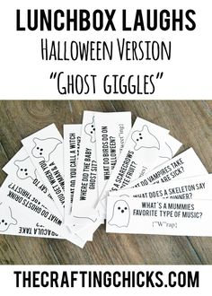 Lunchbox Laughs Halloween Version-Ghost Giggles lunchbox laughs ghost giggles Source by meandmyinsanity Holidays Halloween, Halloween Kids, Halloween Treats, Happy Halloween, Halloween Decorations, Halloween Party, Halloween Games, Halloween Magic, Healthy Halloween
