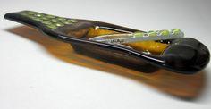 Petisqueira / porta patês / frios/ sushi / velas / flores / aromas  1 petisqueira garrafa marrom / colorido  1 faquinha de vidro     PRODUTO RECICLADO - ARTIGO SUSTENTÁVEL R$35,00