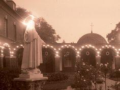 Le beau jour entre les jours! Pour commémorer le 17 mai 1925, voici quelques photos témoignant de l'allégresse causée par la canonisation de Thérèse. Au carmel de Lisieux