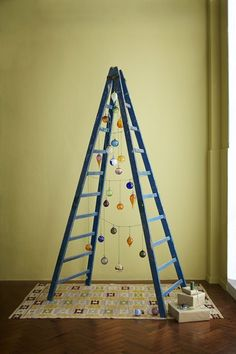 Stepladder Tree - Christmas Decorating Ideas (houseandgarden.co.uk)