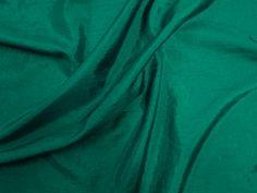 Hightech (Prado). Tecido leve, com brilho acetinado, superfície com suave efeito de amassado. Ideal para looks festa.  Sugestão para confeccionar: vestidos de festa, saias, blusas, entre outros.