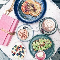 There a few things better than heading for a bottomless brunch on a lazy weekend morning, with coconut french toast, warming matcha lattes and perfectly ripe avocado smash, surrounded by. London Instagram, Instagram Worthy, Loco Food, Coconut French Toast, London Cafe, Bottomless Brunch, Food Spot, Café Bar, Brunch Spots