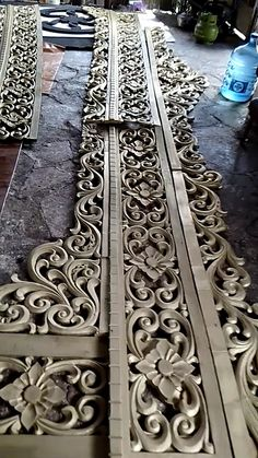Furniture Makeover, Wood Furniture, Furniture Design, Thermocol Craft, Wallpaper Door, Temple Bells, Border Embroidery Designs, 3d Cnc, Wood Carving Designs