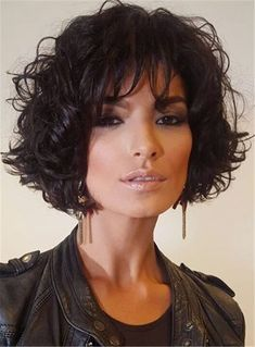 The pixie cut is the new trendy haircut!), Many are now women who wear this short haircut. Short Wavy Hair, Curly Hair Cuts, Curly Hair Styles, Pixie Hairstyles, Winter Hairstyles, Great Hair, Hair Today, Synthetic Hair, Hair Dos