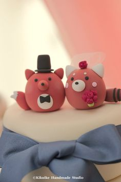 Welcome to MochiEgg,a branch of  Kikuike  .we are the branch of  Kikuike  cake topper shop:    https://www.etsy.com/shop/kikuike You can find that store