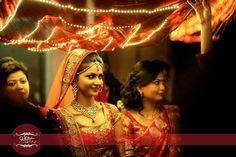 Ideas For Wedding Photos Bride Beautiful Bride Entry, Wedding Entrance, Wedding Mandap, Wedding Bride, Bride Groom, Indian Wedding Photography, Wedding Photography Poses, Wedding Poses, Photography Photos