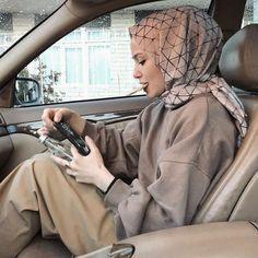 Modest Fashion Hijab, Modern Hijab Fashion, Street Hijab Fashion, Casual Hijab Outfit, Hijab Fashion Inspiration, Hijab Chic, Muslim Fashion, Geek Fashion, Fashion 2020