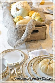 Town and Country Living: Setting a Thanksgiving Table