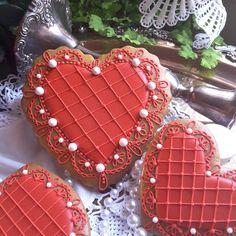 Pearls for my Valentine by Teri Pringle Wood Valentine's Day Sugar Cookies, Fancy Cookies, Iced Cookies, Cute Cookies, Cupcake Cookies, Heart Cookies, Valentines Day Cakes, Valentine Desserts, My Funny Valentine