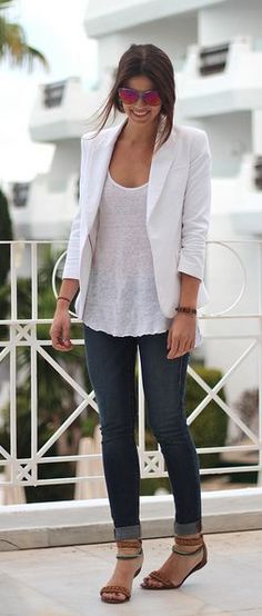 Street style | White shirt with white blazer, denim and sandals