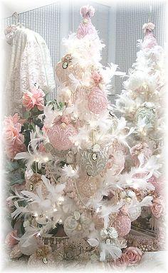 Image 0 of Romantic Victorian Signature Ornaments Set of 4pcs