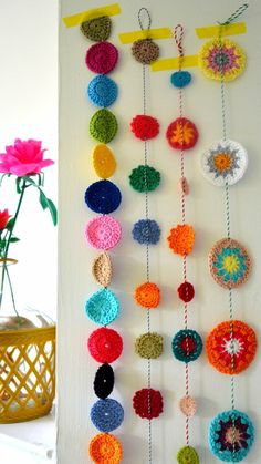 43 Decorating ideas yourself – funny and colorful decorating the interior and exterior … – Small Balcony Decor Ideas Crochet Garland, Crochet Quilt, Crochet Home, Crochet Pattern, Diy Bottle, Bottle Crafts, Craft Shed, Diy And Crafts, Arts And Crafts