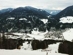 Le ski en Slovénie c'est pas mal aussi !  #ski  #ifeelslovenia  #Slovenia  #kranjskagora #naturelover  #travelgram #travel #travelblog #wanderlust #travelporn #travelling #picoftheday #bestoftheday #bestdestination #traveling #mytravelgram #landscape_lovers #landscape  #mountain  #europe by chris_voyage #travel