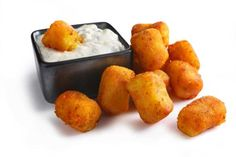Indian-Spiced Potato Tots A DIY version of the Tater Tot, flavored with Indian spices and served with a cucumber-yogurt dipping sauce. One Bite Appetizers, Vegetarian Appetizers, Appetizer Recipes, Indian Appetizers, Snack Recipes, Indian Food Recipes, New Recipes, Cooking Recipes, Ethnic Recipes