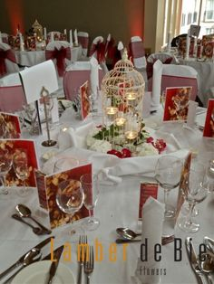Table setting in red and white.