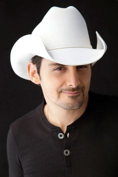 Brad Paisley, what a looker!