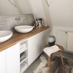 Un style nordique pour cette salle de bains sous combles