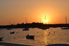 Its impossible to watch a sunset and not to dream É impossível assistir a um pôr-do-sol e não sonhar