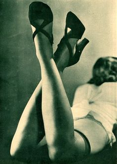 Advertisement, 1935  I love old time pinup girl pics. I think they are so gorgeous!