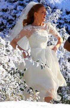 Jayma Mays Emma Appears To Run Away In Wedding Dress For Glee Season 4