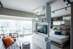 Varanda integrada e móveis sob medida transformam apartamento de 43m², em São Paulo. Revista Casa e Jardim Escritório Aonze Arquitetura