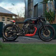 Honda Cafe Racer by NCT Motorcycles - Cafe Racer Proyecto - Motorrad Cb550 Cafe Racer, Cafe Racer Honda, Cafe Racer Motorcycle, Brat Bike, Women Motorcycle, Blitz Motorcycles, Custom Motorcycles, Honda Motorcycles, Vintage Motorcycles