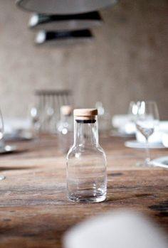 weisse glasflasche