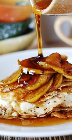 Crepes with caramelized apples and creamy ricotta cheese filling. This is a great recipe. I consider crepes a breakfast\brunch idea, but also a dessert. Just Desserts, Delicious Desserts, Yummy Food, Tasty, Brunch Recipes, Dessert Recipes, Breakfast Recipes, Quick Dessert, Pancake Recipes