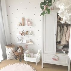 Pin by La Bella Sposa on Home Decor & Furniture in 2019 Baby Room Design, Baby Room Decor, Nursery Room, Toddler And Baby Room, Toddler Rooms, Baby Zimmer Ikea, Little Girl Rooms, Home Decor Furniture, Girls Bedroom