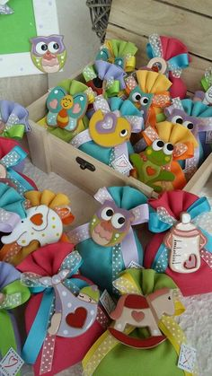Christening Party Favors, Chocolate Crafts, Baby Favors, Confetti, Air Dry Clay, Terracotta, Diy And Crafts, Mason Jars, Pottery
