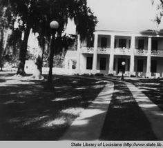 Bayside plantation home in Jeanerette Louisiana :: State Library of Louisiana Historic Photograph Collection