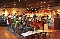 落ち着いた雰囲気の店内で、ゆっくり時間をかけながら自転車を選んでいただけます。