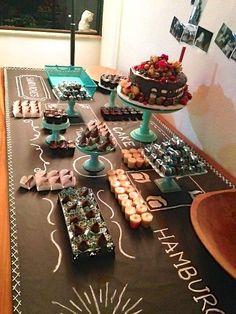 mesa diferente e original, perfeita para festa Teen