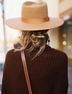 Accessories with a messy bun Easy Style, Mix Photo, Fashion Details, Vintage Men, At Least, How To Look Better, Cool Outfits, Autumn Fashion, Photos