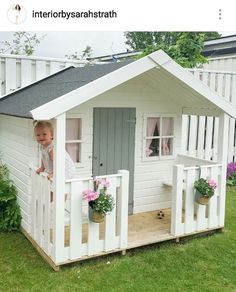 Casinhas de 👸 How the Home Architecture regenerates itself according to the technology that develops and changes over time, in the same way the . Girls Playhouse, Backyard Playhouse, Build A Playhouse, Backyard Playground, Backyard For Kids, Kids Playhouse Plans, Cubby Houses, Play Houses, Wendy House