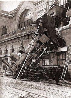Le 22 octobre 1895, le train en provenance de Granville n'avait pu s'arrêter suite à des freins défectueux et la locomotive traversa la façade de la Gare de l'Ouest devenue Gare Montparnasse.