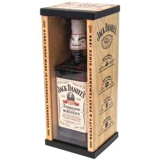 Jack Daniels Wooden Gift Box Set with 700ml 1907 White Label