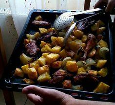Bazsalikomos-tepsis  csirkecombok álákriszta Potatoes, Meat, Chicken, Vegetables, Food, Potato, Essen, Vegetable Recipes, Meals