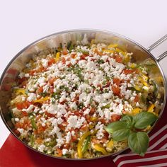 Our recipe for a Greek rice pan with peppers, rice, garlic, thyme and feta is completely vegetarian and easy to prepare! Healthy Crockpot Recipes, Slow Cooker Recipes, Vegetarian Recipes, Pasta Recipes, Dinner Recipes, Rice Recipes, Greek Rice, Food Staples, Feta