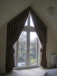 Vorhang Dreiecksfenster tolle ideen wie sie ihr dreiecksfenster verdunkeln gardinen