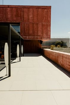 La #terraza de la bodega #PagodeCarraovejas ha utilizado el #porcelánico #Magma de #Inalco, como parte del proyecto de #DoosInteriorismo del Restaurante #Ambivium