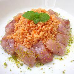 Ecco una sfiziosa idea per pranzo: couscous con pesto di pomodoro e palamita marinata. Leggi la ricetta: www.frescopesce.it/couscous-con-pesto-di-pomodoro-e-palamita-marinata/